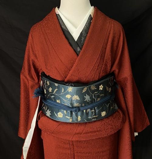 〈赤茶の色無地着物 〉花唐草紋様 織柄 トールサイズ 個性的 赤の着物