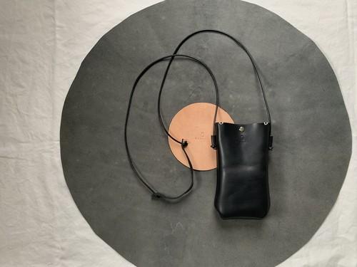 小さい財布とスマホを入れて Hang phone case