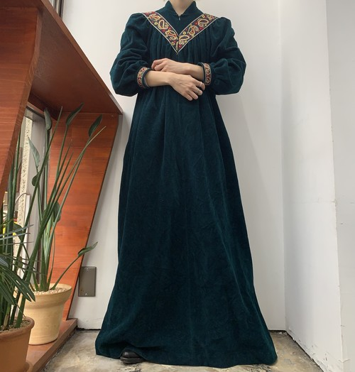 1970s MADE IN USA Vanity Fair deadstock velours embroidery half zip maxi one-piece 【M】