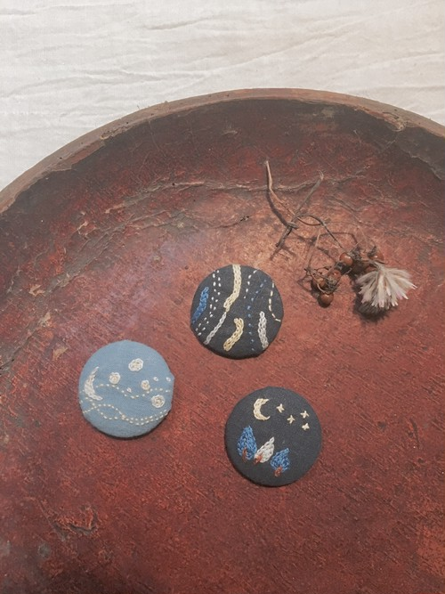 刺繍ブローチ(くるみ)