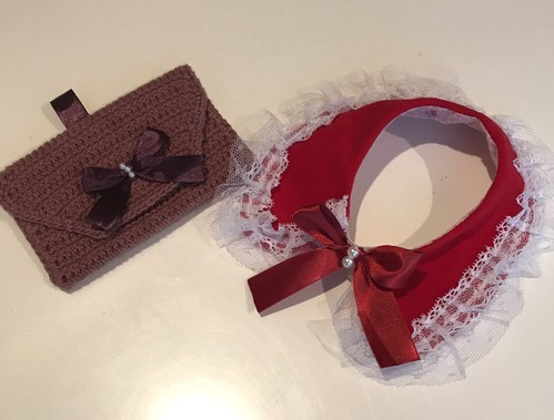 クリスマスケープ&ピンク手編み小物入れ