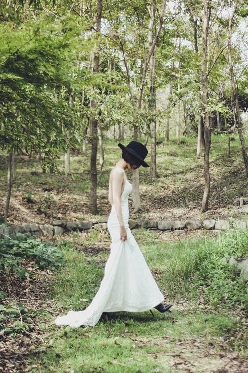 Lily バックレスの総レースドレス
