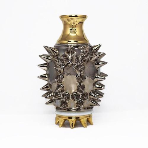 プラチナカラーの特別な器 陶芸作家【古賀崇洋】スタッズ徳利 Studs Sake Bottle (Platinum×Gold)