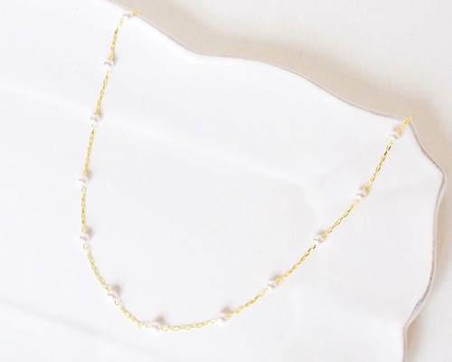 Petit pearl necklace