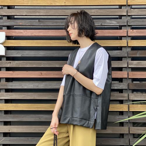 CYAN/シアン vegan leather V vest 213210