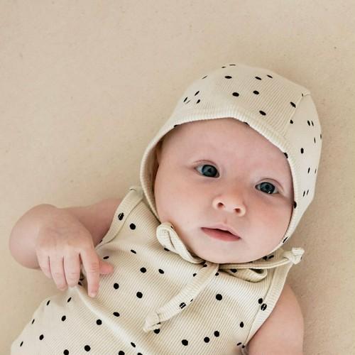 Pebble 3-6mサイズ ラスト1点 QUINCY MAE Ribbed Baby Bonnet(全2色/3-6m,6-12m,12-24m)