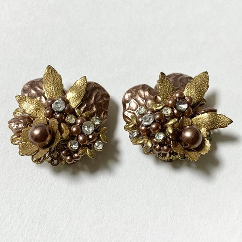 Vintage Faux Pink Beige Pearl & Gold Tone Metal Flower Earrings