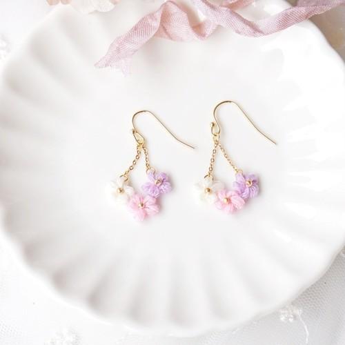 ラプンツェル|刺繍糸のお花のゆらゆら耳飾り