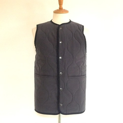 Wave Quilt Snap Vest Black / Khaki