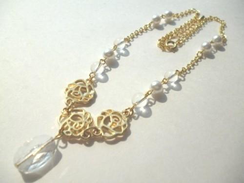 水晶・パール・メタルローズのネックレス〈n248〉