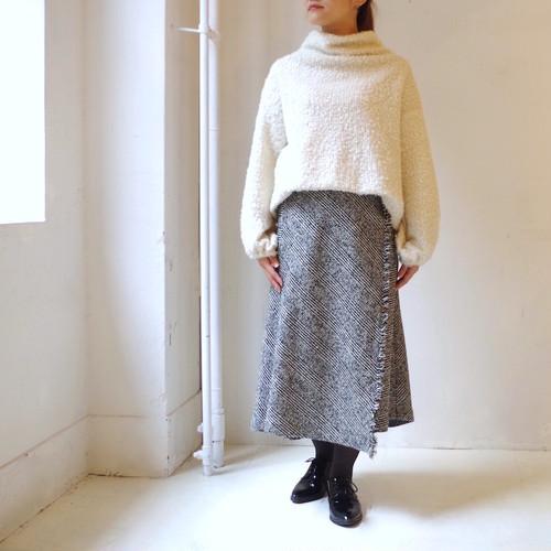 ウールグレンチェックのラップ風バックフレアースカート