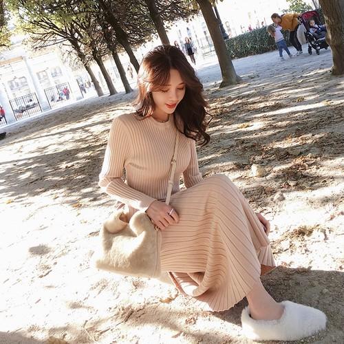 【ワンピース】韓国系Aラインロング無地長袖ラウンドネックニットワンピース22757266