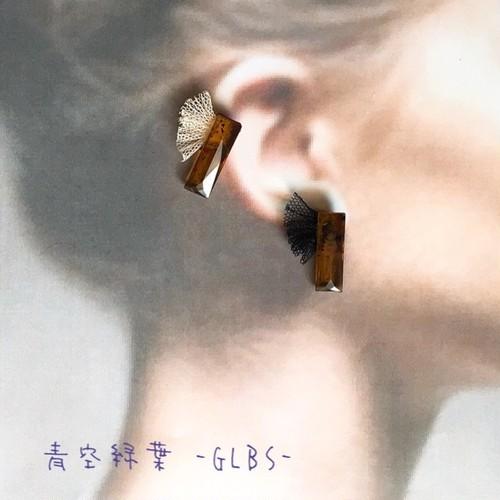べっこうとチュールレースの耳飾り