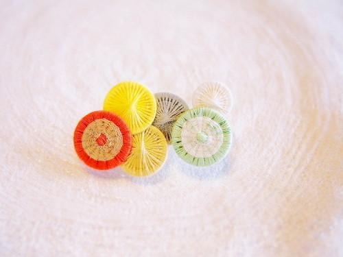 grandma  糸ボタンのブローチ