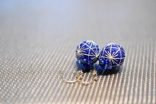 藍・松葉模様とビーズ刺繍の手まり14kgfピアス