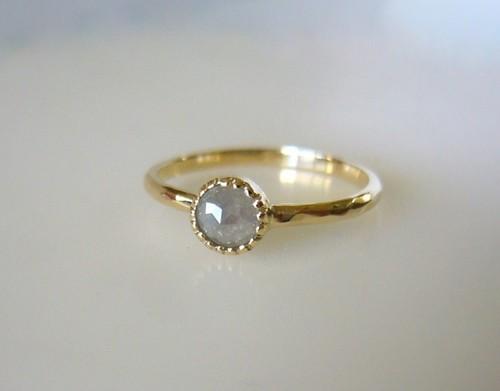 ナチュラルダイヤのK14の指輪(ライトグレー)