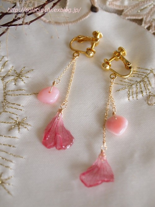 あじさい花びらとピンクオパールのイヤリング