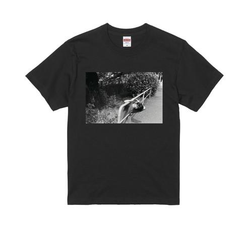 【受注受付終了】「カネコアヤノ フォトTシャツ」< 1.ブラック >