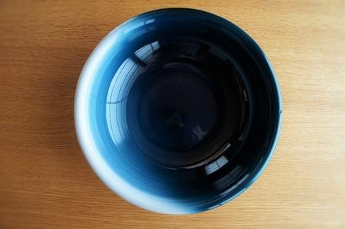 砥部焼/玉縁平鉢(中)/内側青/ヨシュア工房