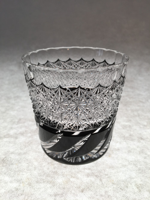 江戸切子 黒切子 酒グラス(ぐい呑み) 送料無料 無料包装 結婚祝 還暦祝 記念品 海外土産