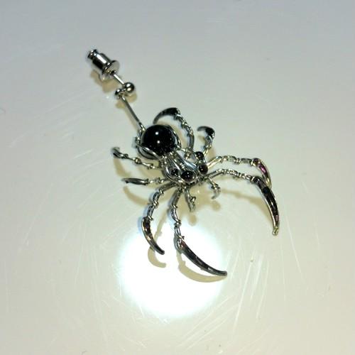 蜘蛛 ピアス ブラックスピネル