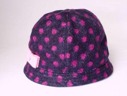ふわり起毛素材のピンクドット柄ベビー帽子