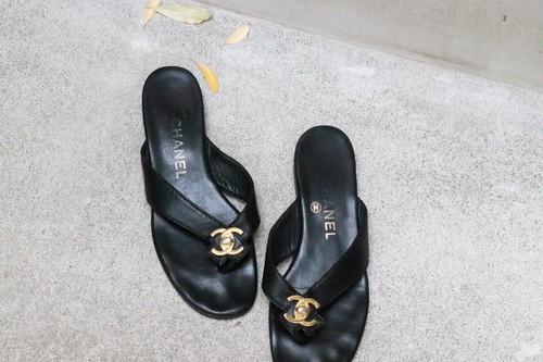 CHANEL black thong sandal