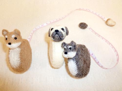 羊毛で作った動物メジャー