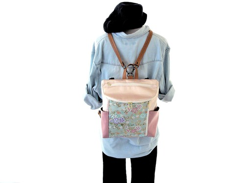 【衣絵】超軽量約350gの金襴(きんらん)3WAYリュック 花ざかり 淡水色 シャイニーピンク