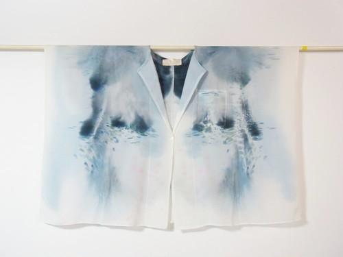 あこがれの空気をまとうシルク羽織り「灰色の風のなか」