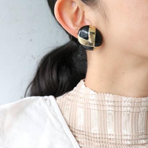 dead stock gold × black earrings