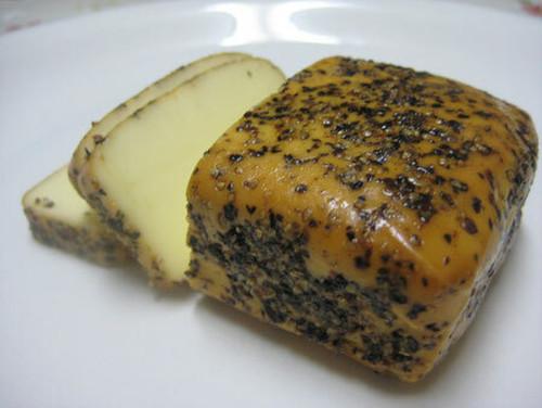 チーズの燻製 ブラックペッパー 100g 【燻製工房燻助】