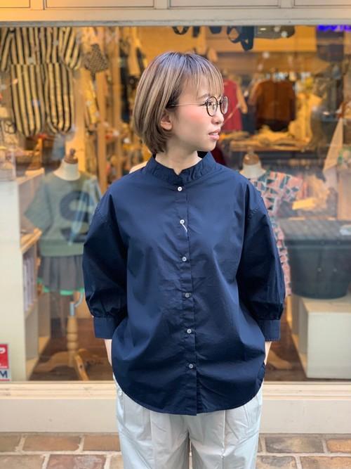 WOMENS:le vent souffle【ルヴァンスフル】ハイカウントポプリン クロップド袖ギャザーシャツ(ネイビー/サイズ1)