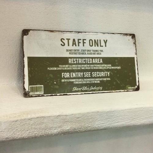 数量限定 FOISP-SO アイアン サイン プレート STAFF ONLY スタッフオンリー 関係者以外立入禁止 看板 標識 表示 警告 インダストリアル オーダー可能