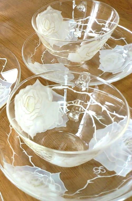 【母の日ギフト】ホワイトローズティーカップ&ソーサ1つ/誕生日プレゼント