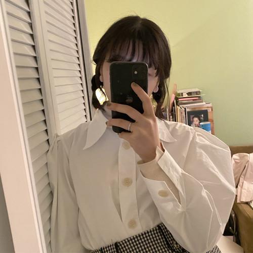 volume collar blouse