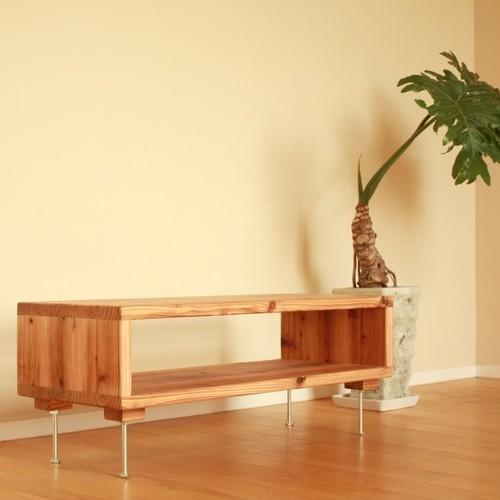 シンプルな杉のローテーブル / テレビ台 / サイドボード / サイドテーブル