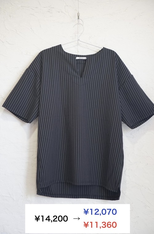 BLACK STRIPE V TEE