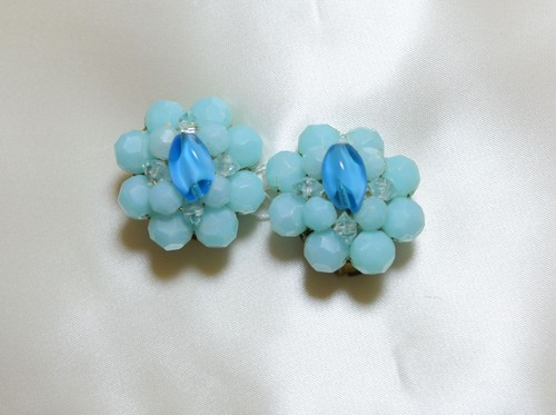 VINTAGE blue beads earring