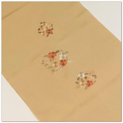 ★美品 和装小物 帯揚げ 薄オレンジ 刺繍 ★2564