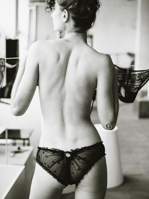 【Le Petit Trou】    Nina    M