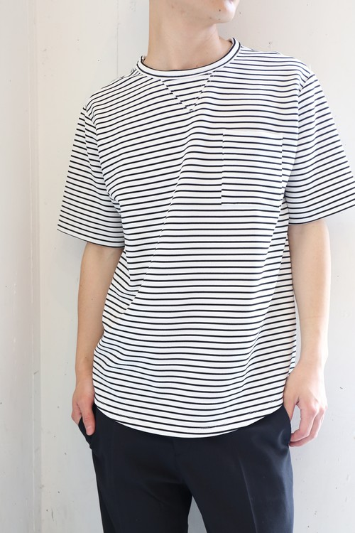 Two-tone Border T