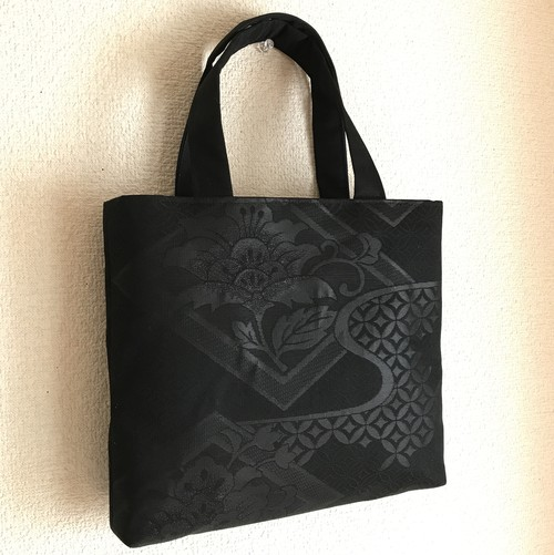黒絹のバッグ【花の庭】