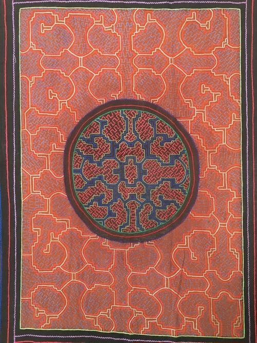 刺繍泥染大判15 円黒い太陽AAA シピボ族の刺繍アマゾンの刺繍大判