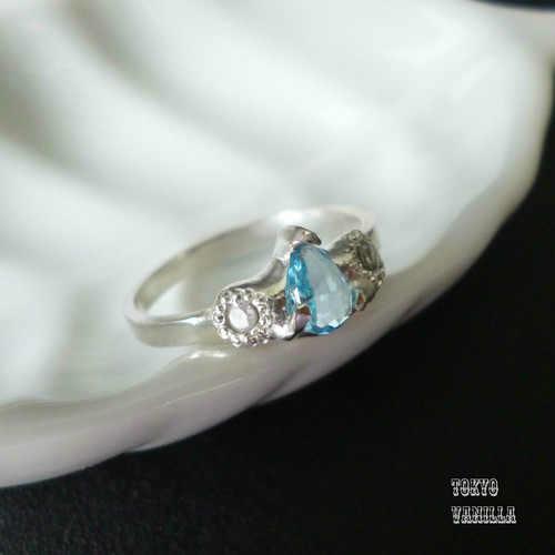 Antique silver Ring - blue topaz