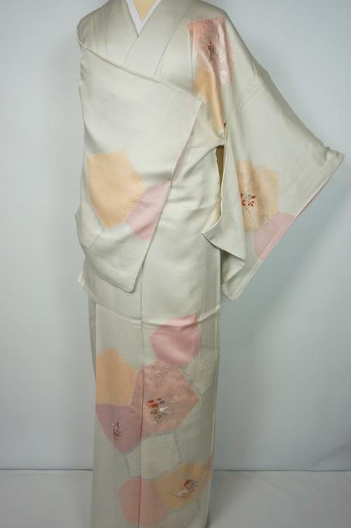 絞り 刺繍 銀彩 訪問着 正絹 亀甲 花柄 オフホワイト 126
