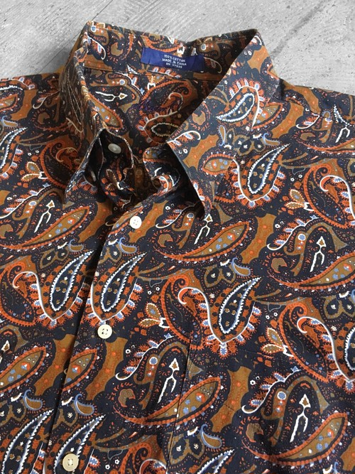 hidden BD paisley patterned shirt