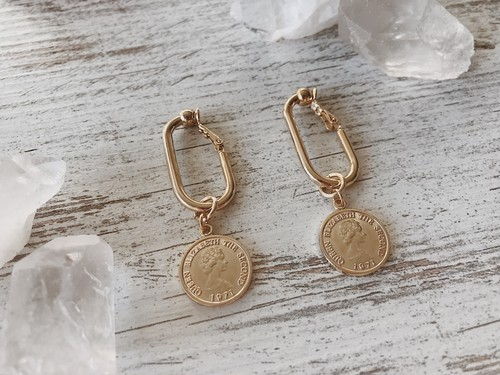 Gold coin square earrings
