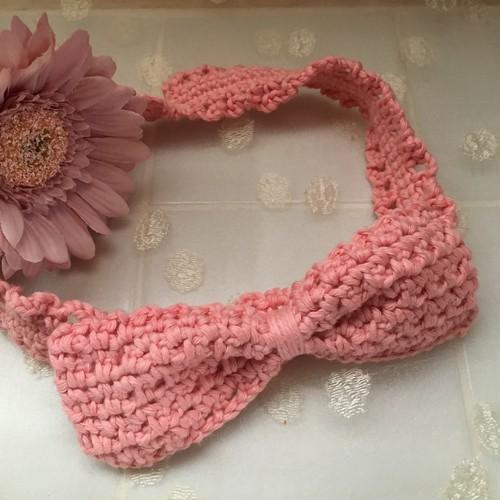 H2 手編みのベビーヘアバンド ピンクオレンジ