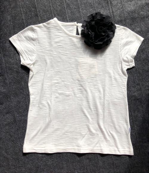 MAGIL コサージュ付きTシャツ